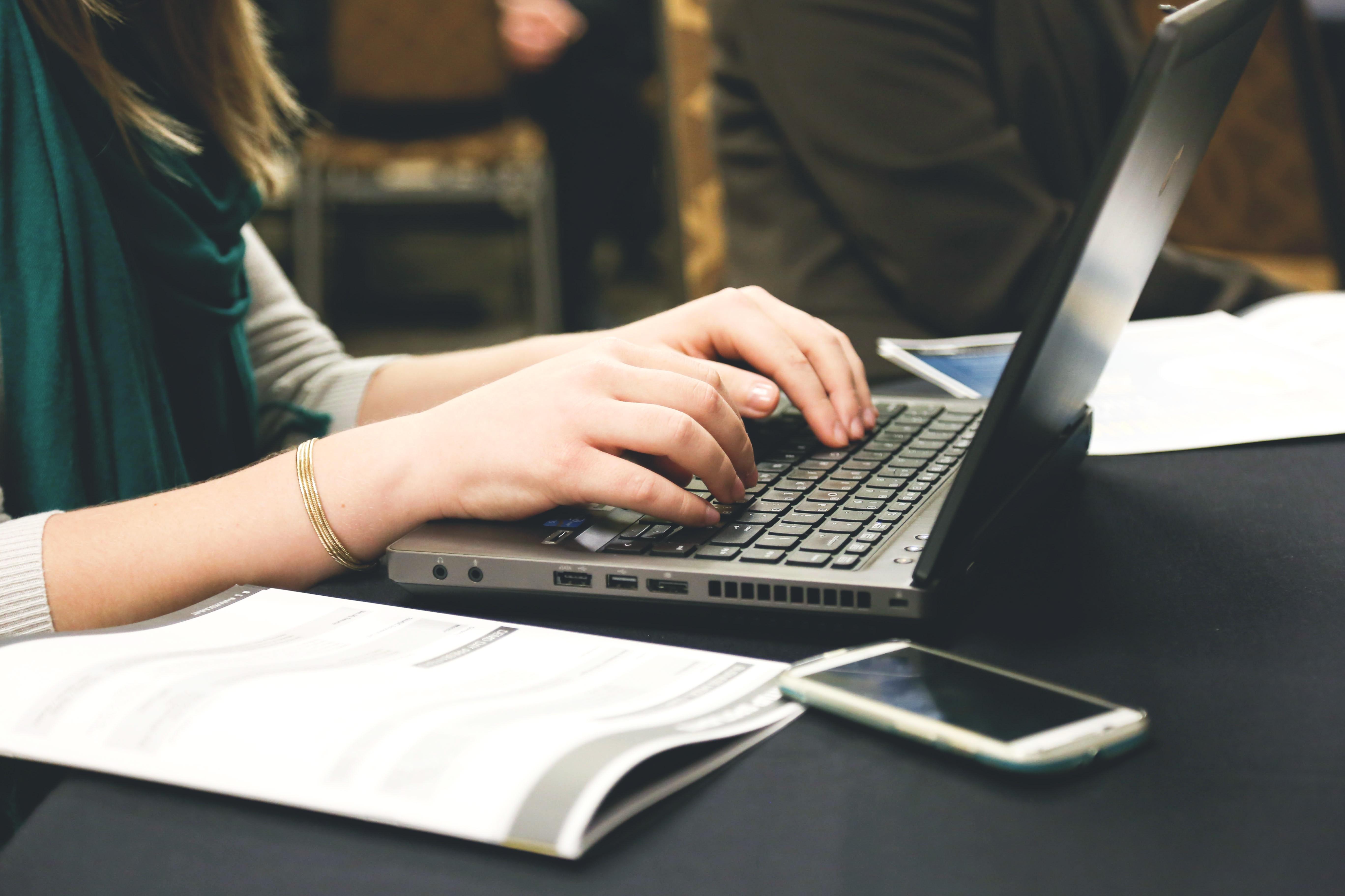 computer-desk-email-7112 (1).jpg